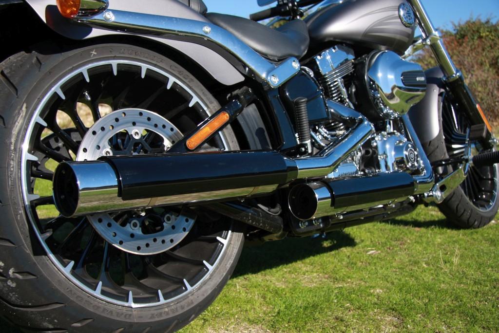 harley-davidson-breakout-motoradn-38