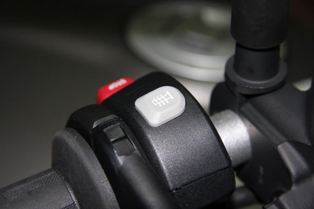 complementos-moto-contra-el-frio-motoradn-punos-y-asientos-calefactables-5