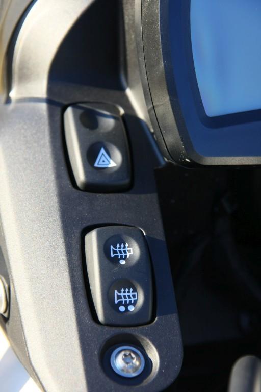 complementos-moto-contra-el-frio-motoradn-punos-y-asientos-calefactables-7