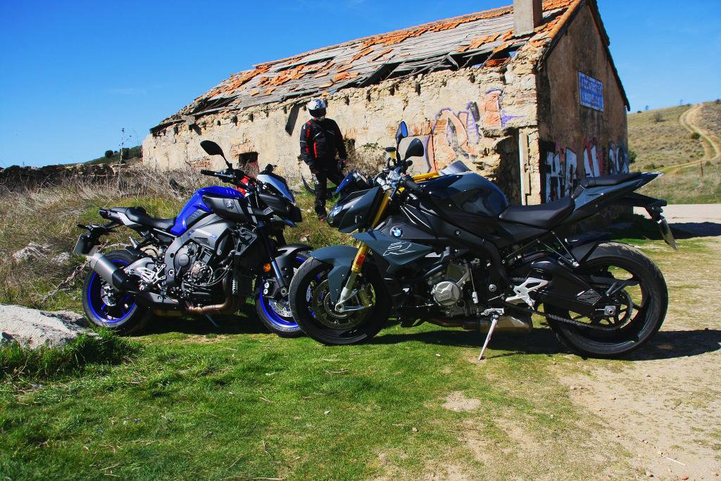 Comparativa BMW S1000R-Yamaha MT10 MotorADN (3)