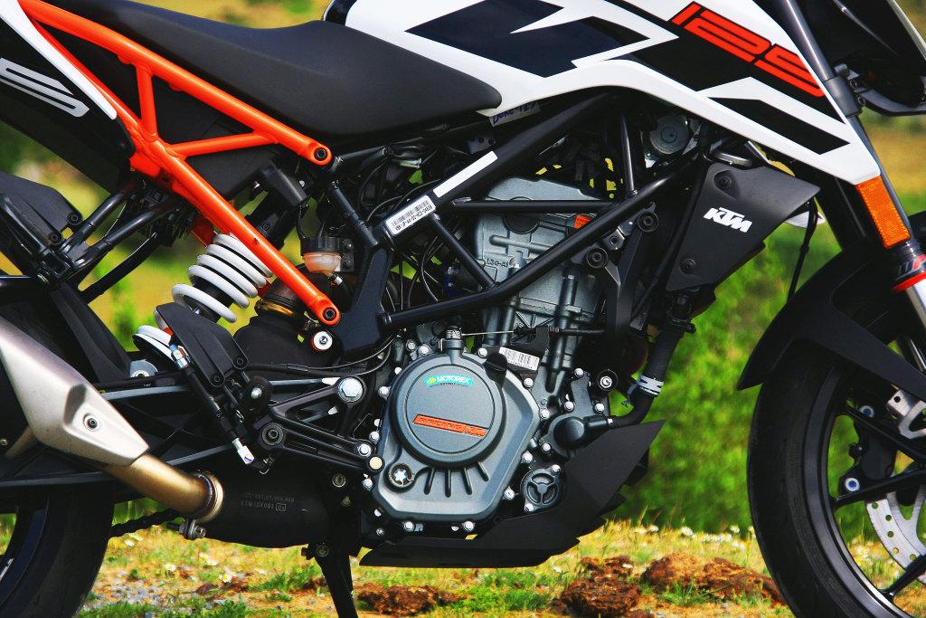 KTM Duke 125 2017 MotorADN (7)