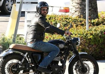 Gerard Butler accidente de moto (13)