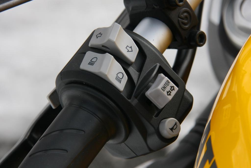 Ducati Monster 821 2018 prueba MotorADN (18)
