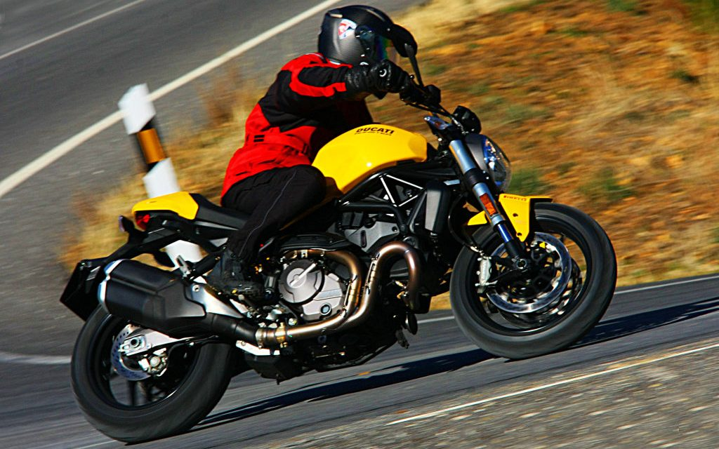 PRUEBA DUCATI MONSTER 821 2018: MONSTERS S.A.