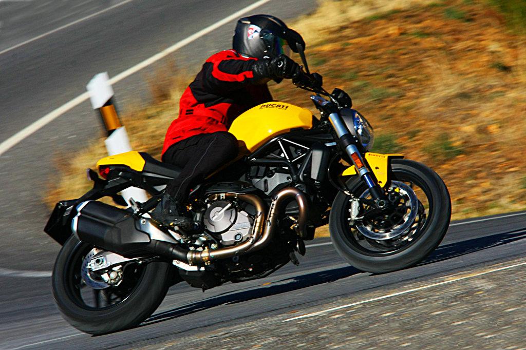 Ducati Monster 821 2018 prueba MotorADN (4)
