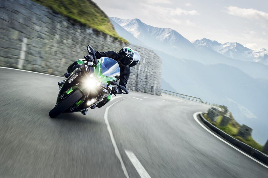 Kawasaki H2SX 2018 acción (11)