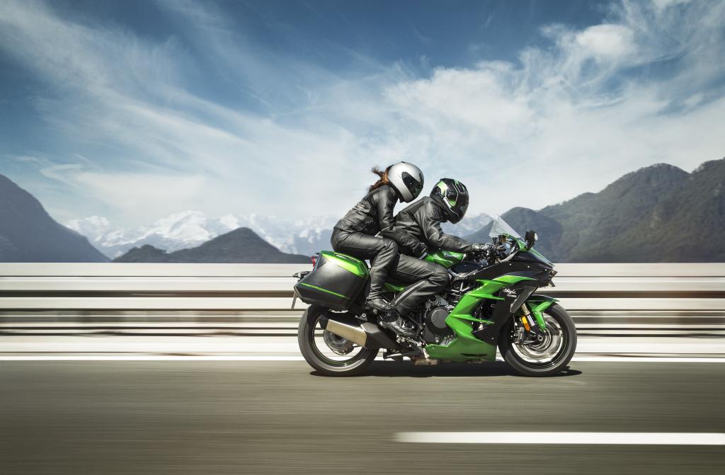 Kawasaki H2SX 2018 acción (3)