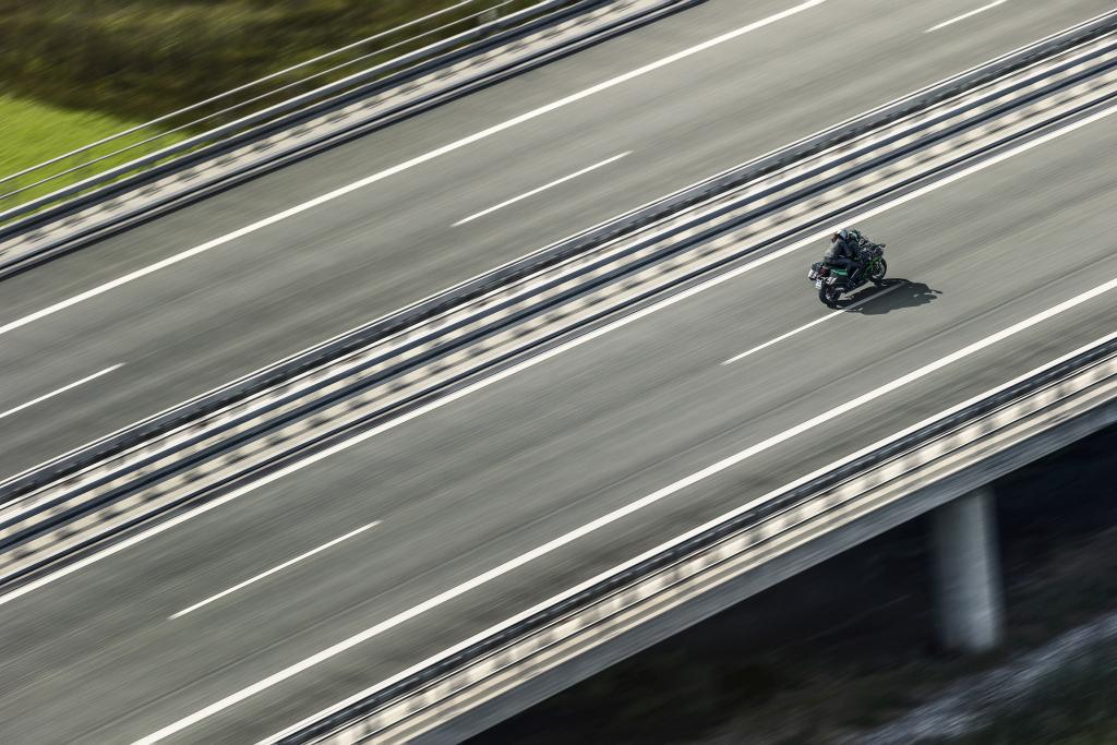 Kawasaki H2SX 2018 acción (6)
