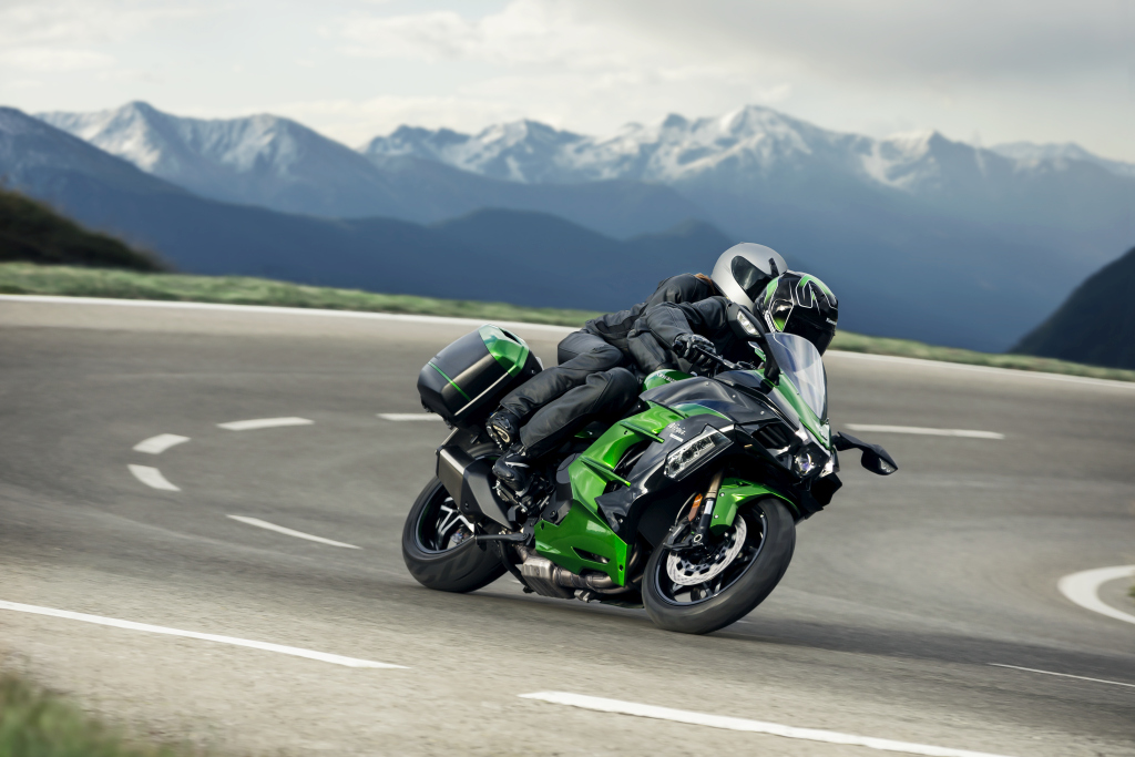 Kawasaki H2SX 2018 acción (7)