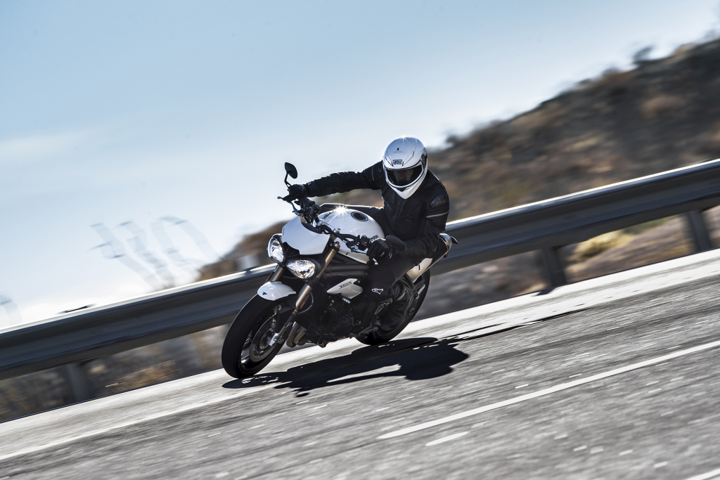 Triumph Speed Triple S y RS 2018 MotorADN (13)