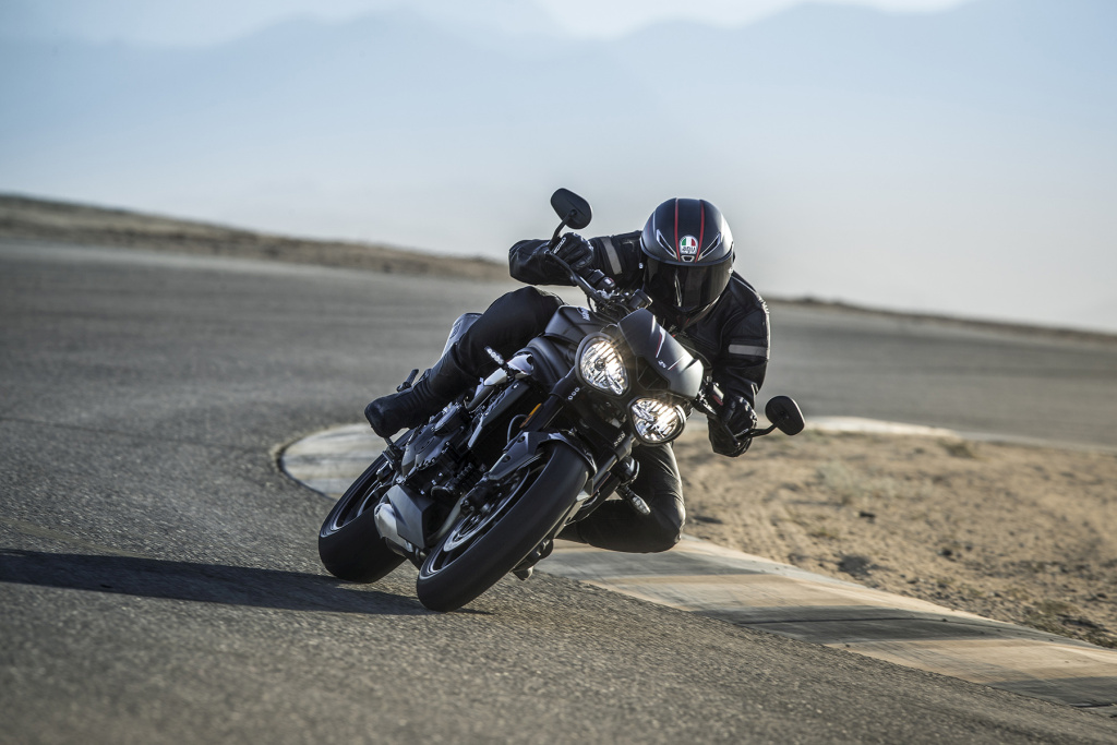 Triumph Speed Triple S y RS 2018 MotorADN (22)