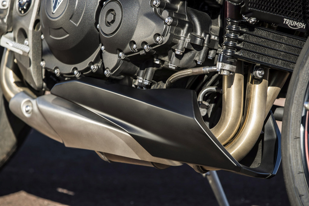 Triumph Speed Triple S y RS 2018 MotorADN (58)