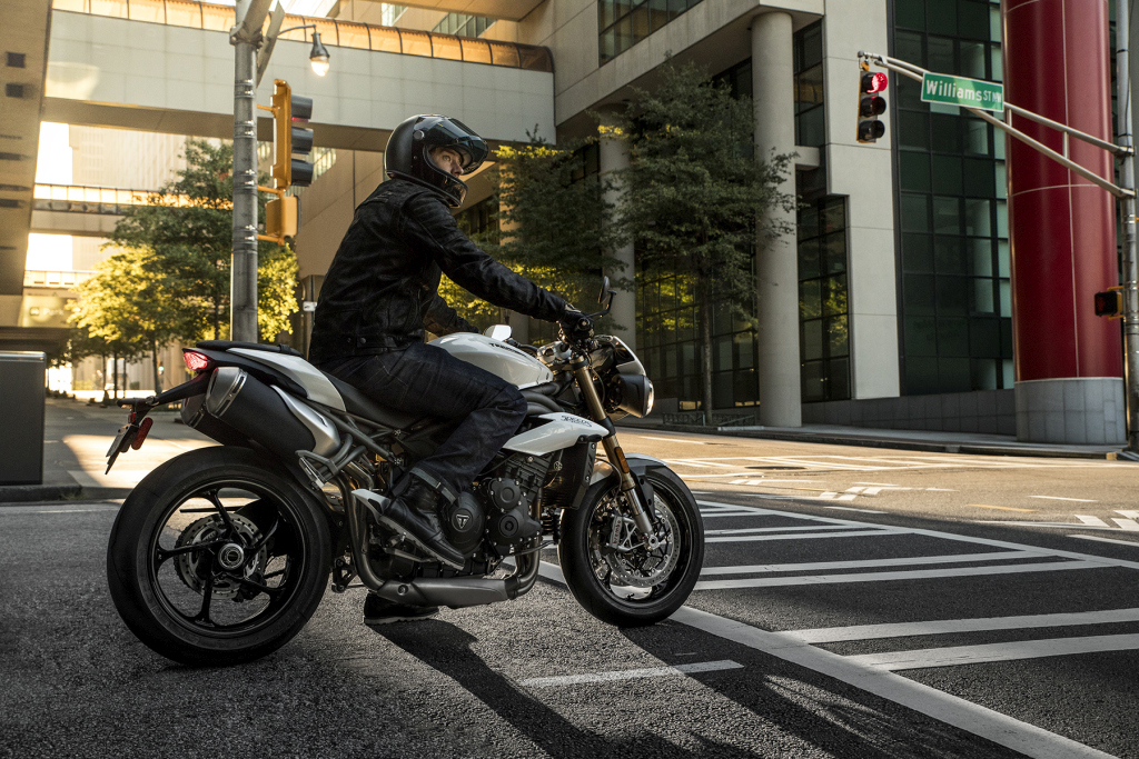 Triumph Speed Triple S y RS 2018 MotorADN (9)
