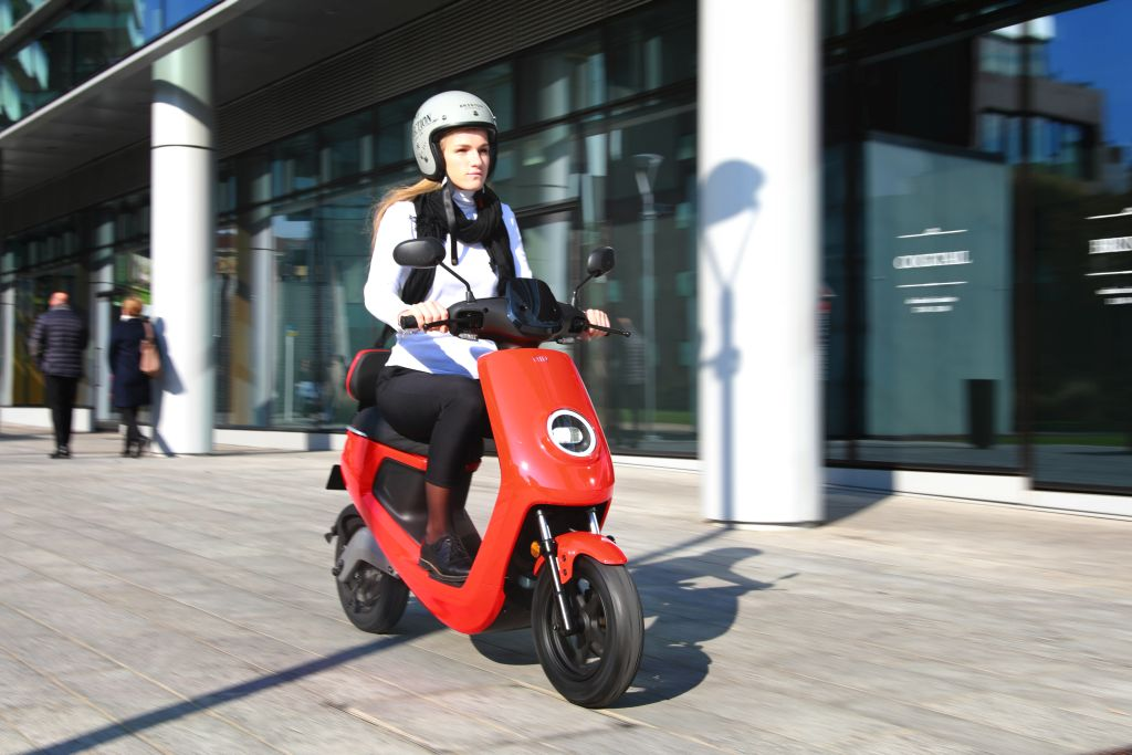 NIU scooter eléctrico Serie M MotorADN (2)