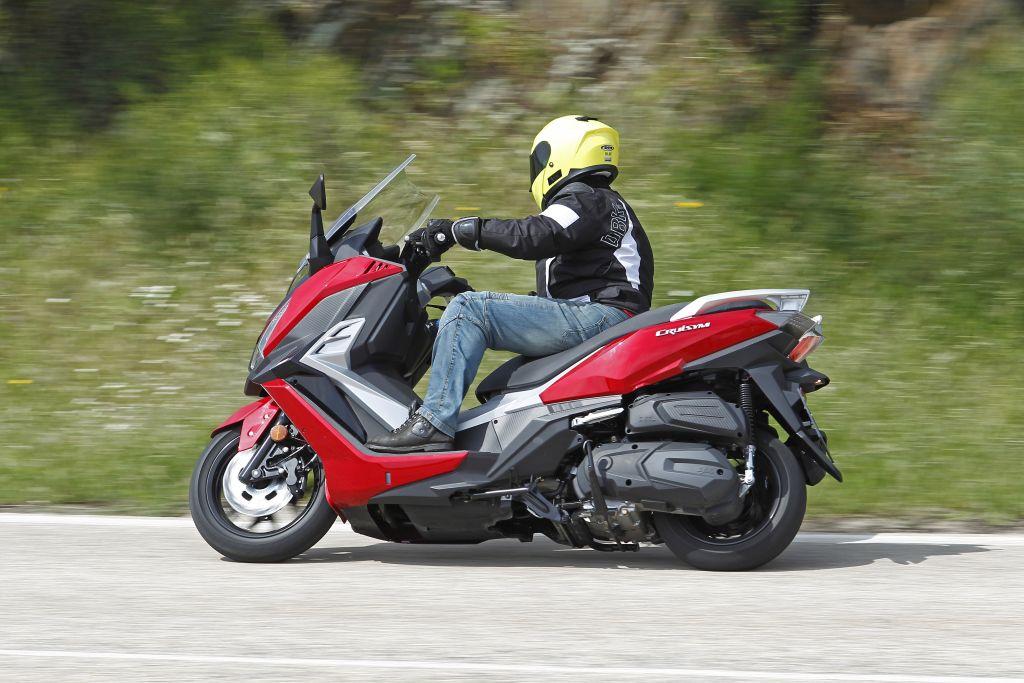 SYM CruiSy300 ipresentación 300-MotorADN.COM acción (20)
