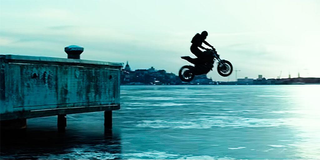 Ducati Monster en Millennium, lo que no te mata te hace más fuerte (2)