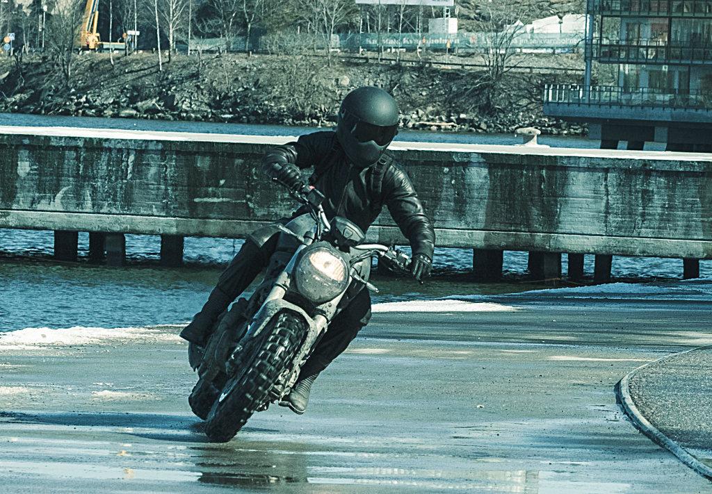 Ducati Monster en Millennium, lo que no te mata te hace más fuerte (5)