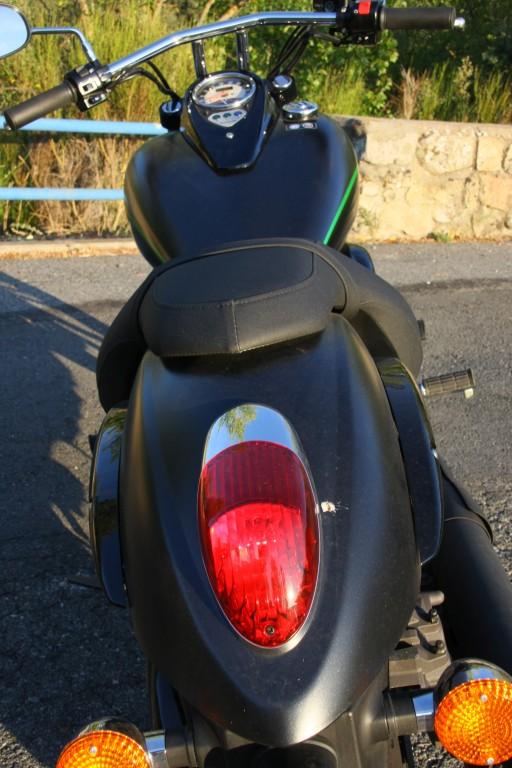 comparativa-harley-davidson-breakout-kawa-vulcan-900-custom-red-10