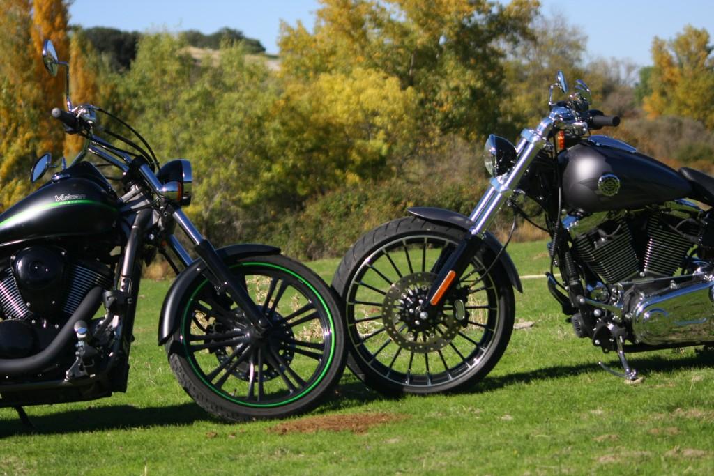 comparativa-harley-davidson-breakout-kawa-vulcan-900-custom-red-2