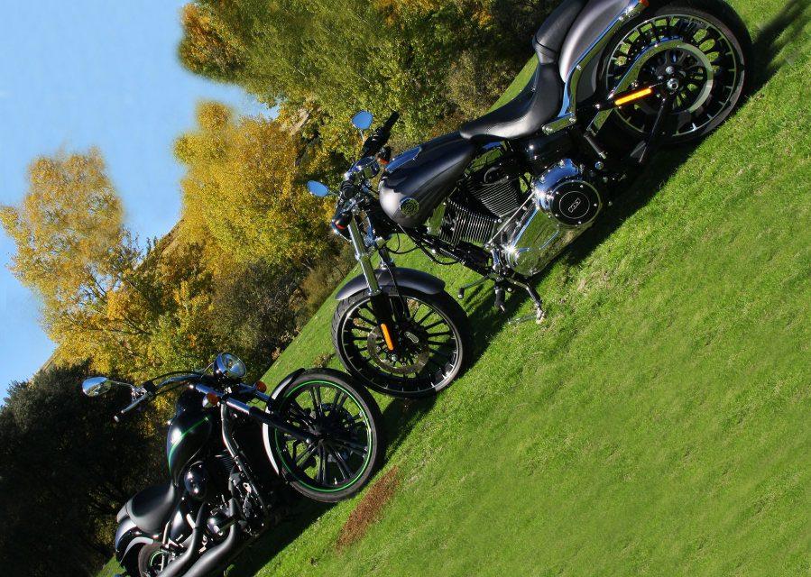Fotos comparativa Harley Davidson Breakout- Kawa Vulcan 900 Custom