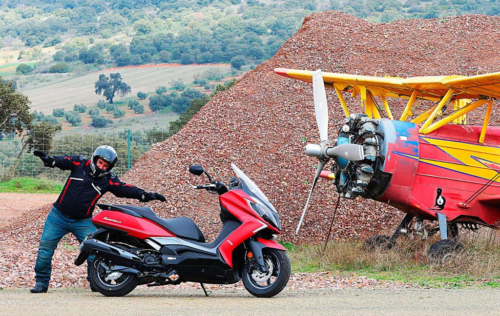 Prueba Kymco SuperDink 350 presentación MotorADN (42)