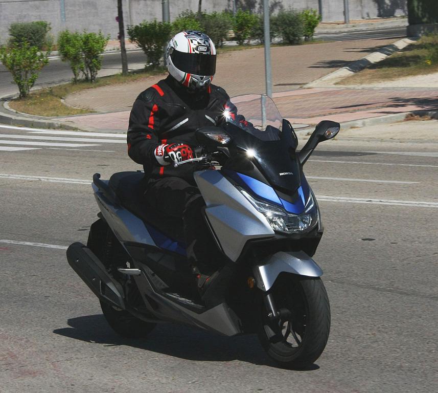 Honda Forza 2017 MotorADN (27)