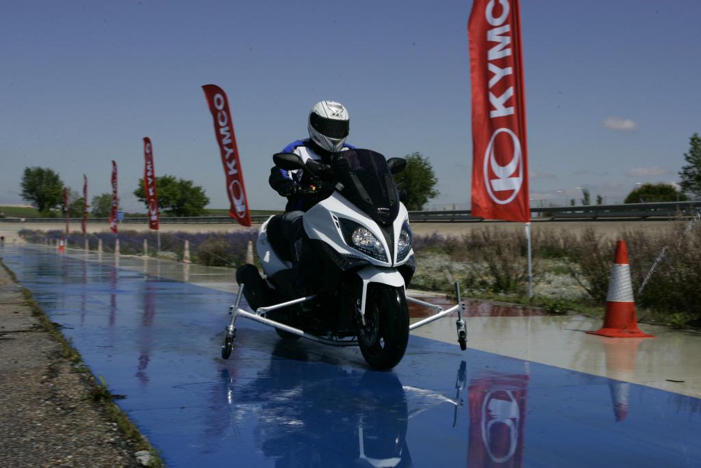 Kymco Xciting 500 ABS 2009 INTA MotorADN (13)