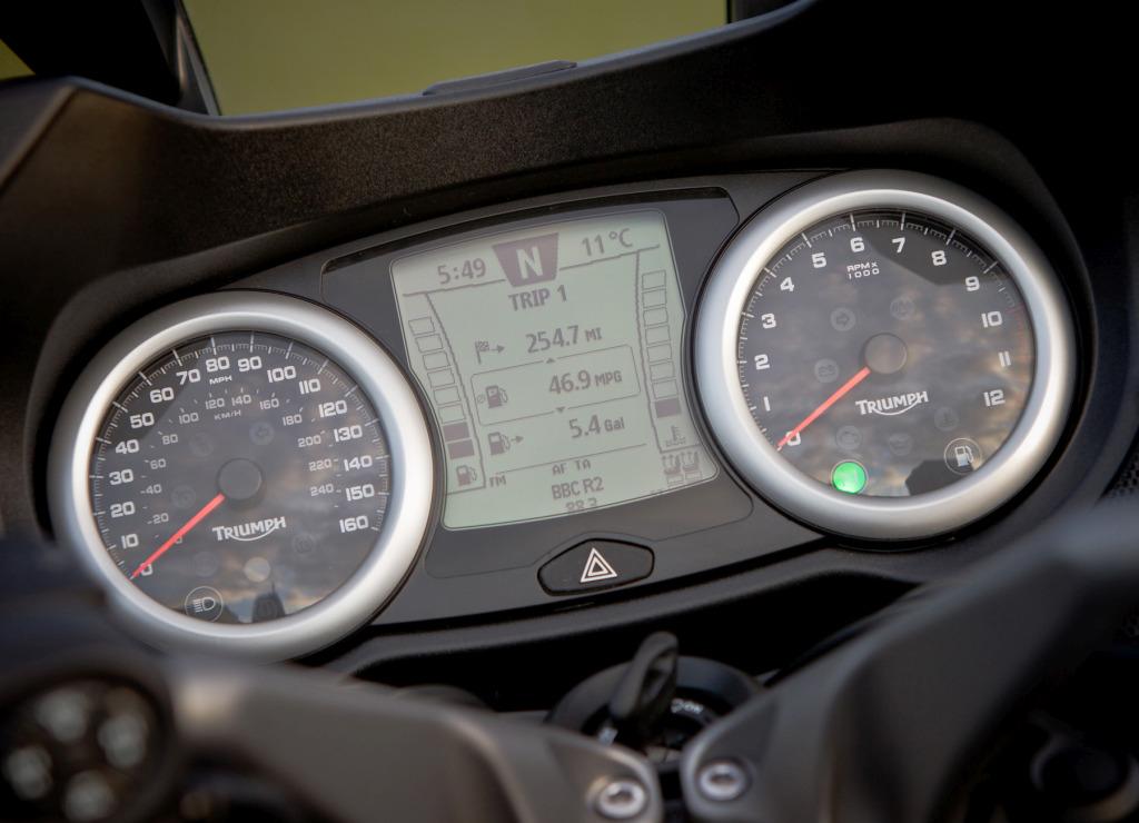 Triumph Trophy 1200 SE MotorADN (11)