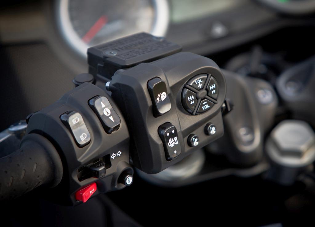 Triumph Trophy 1200 SE MotorADN (8)