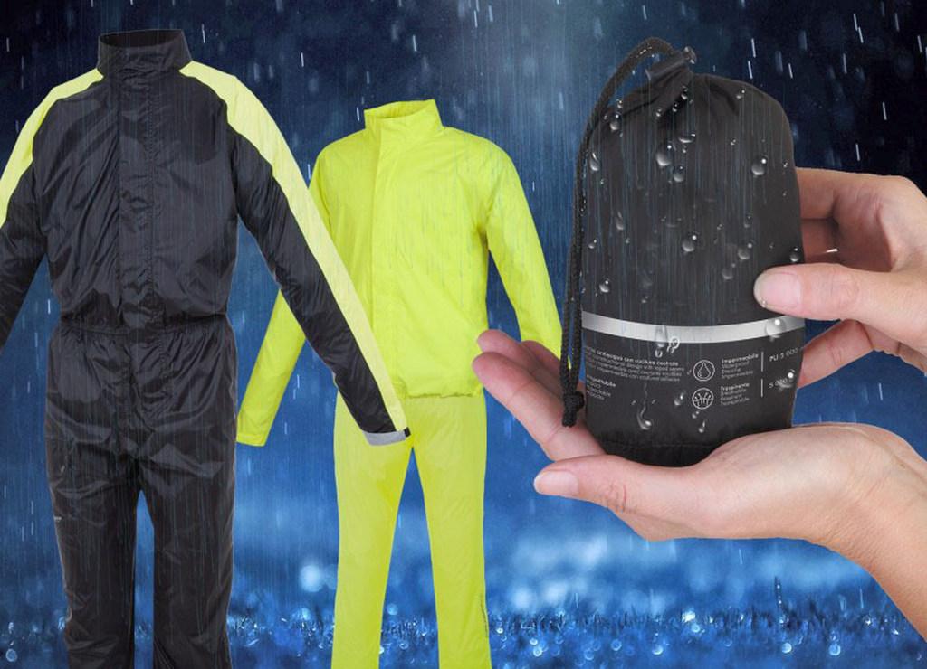 Chubasqueros y trajes de agua (11)