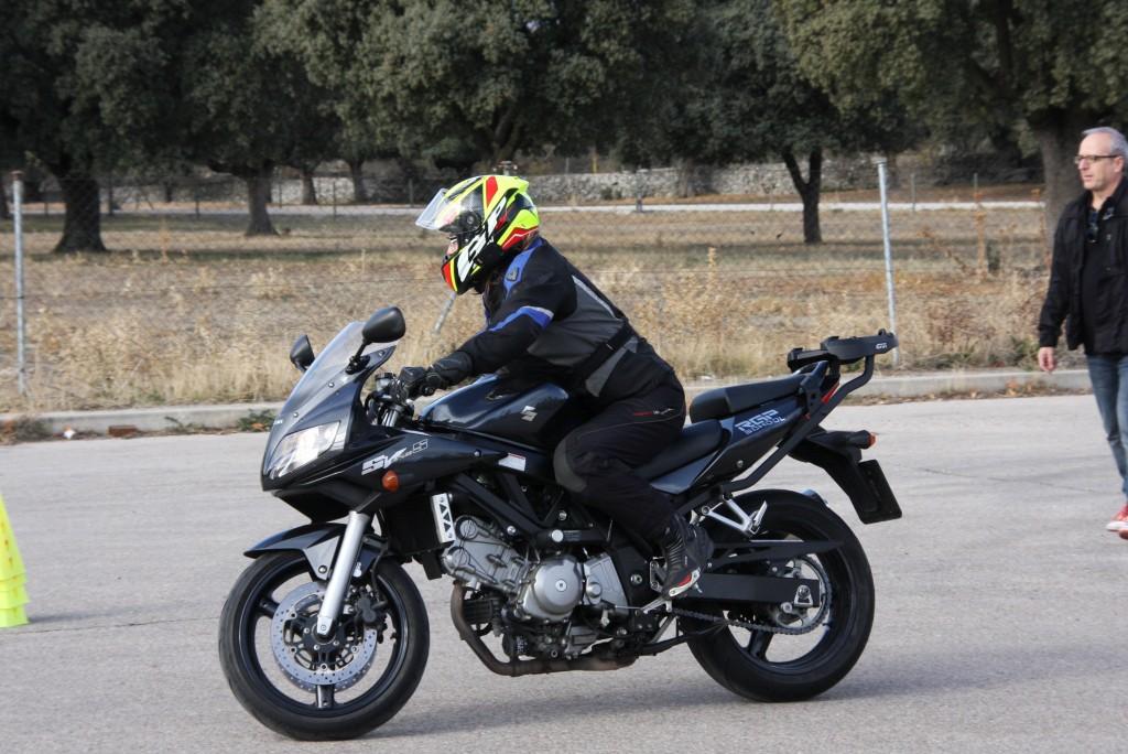 Curso de conducción segura RGP SCHOOL MOTORADN (12)