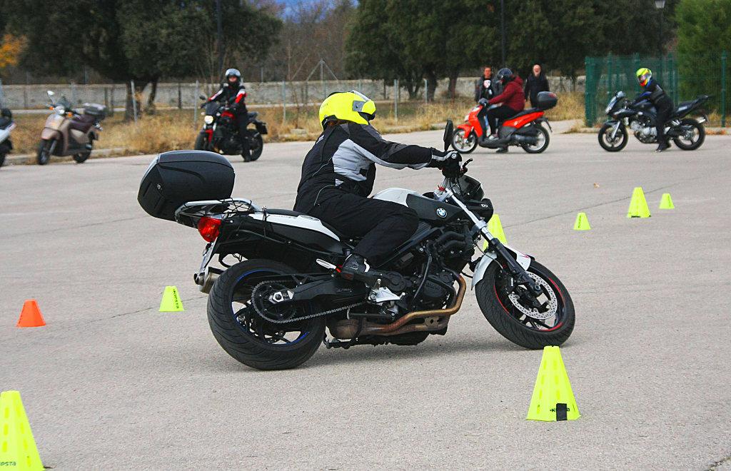 Curso de conducción segura RGP SCHOOL MOTORADN (4)