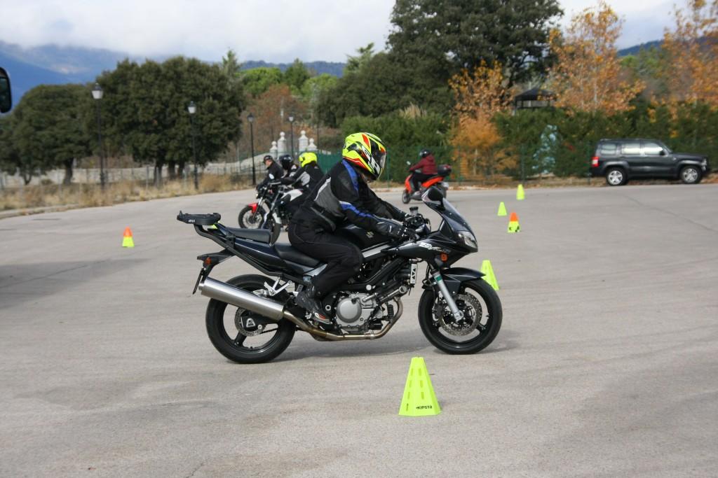 Curso de conducción segura RGP SCHOOL MOTORADN (51)