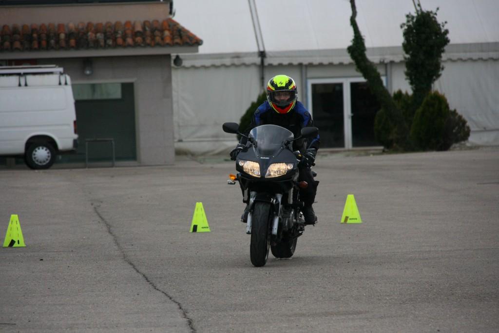 Curso de conducción segura RGP SCHOOL MOTORADN (57)