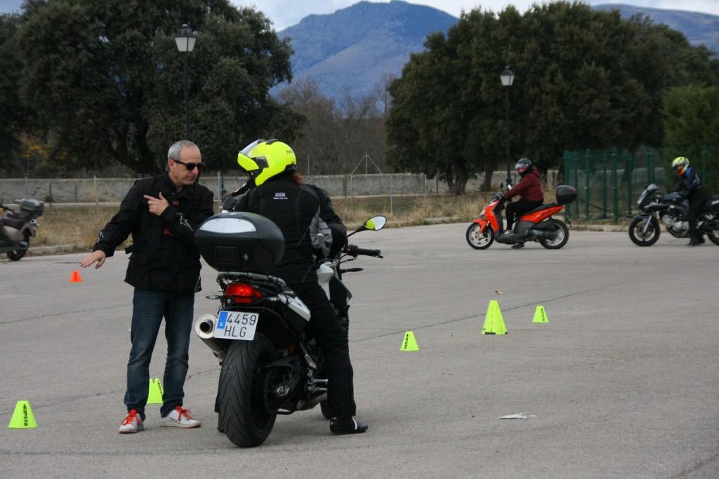Curso de conducción segura RGP SCHOOL MOTORADN (60)