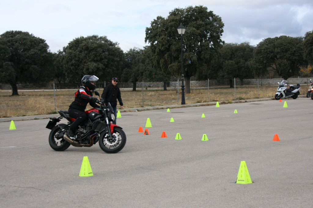 Curso de conducción segura RGP SCHOOL MOTORADN (61)