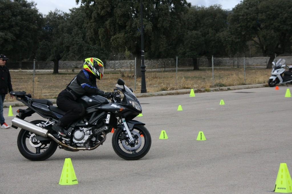 Curso de conducción segura RGP SCHOOL MOTORADN (62)