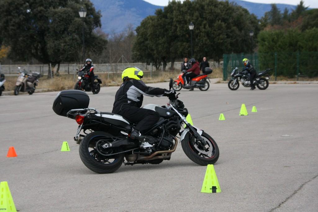 Curso de conducción segura RGP SCHOOL MOTORADN (65)