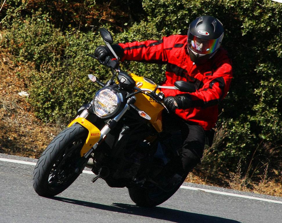 Ducati Monster 821 2018 prueba MotorADN (2)
