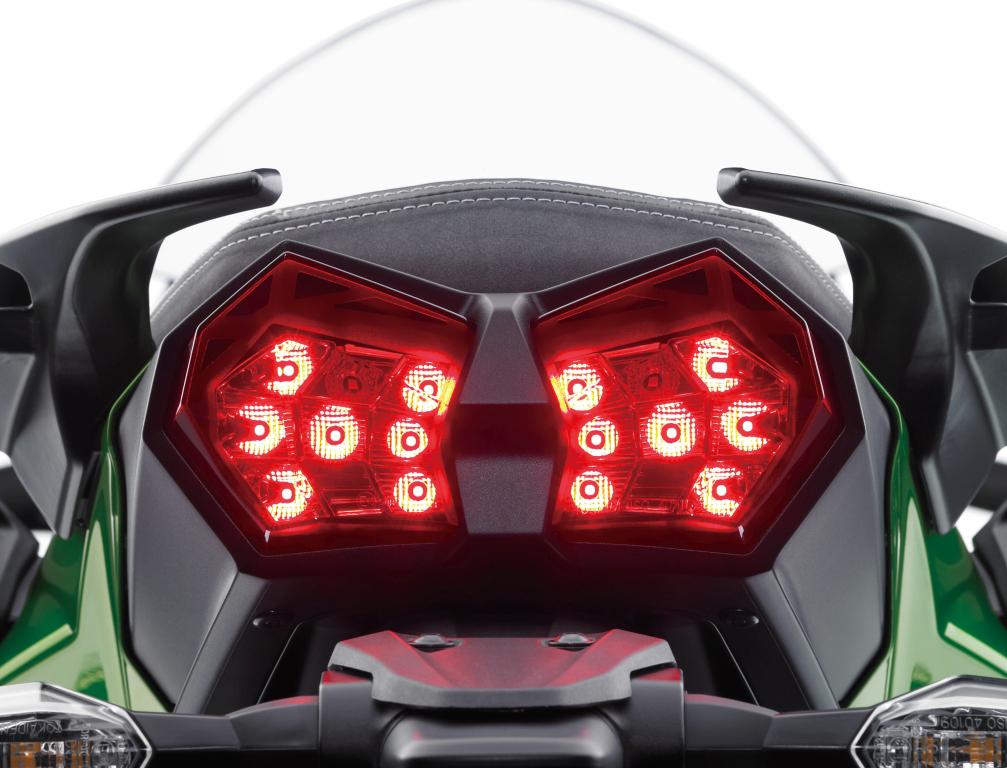 Kawasaki H2SX Presentación (24)