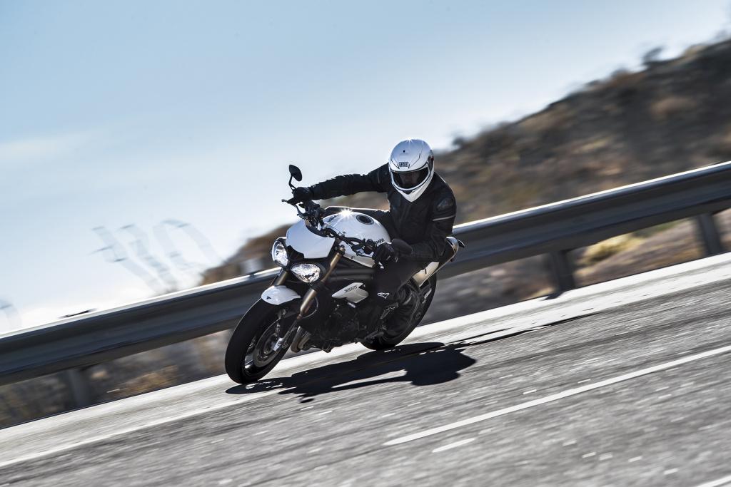 Triumph Speed Triple S y RS 2018 MotorADN (13)