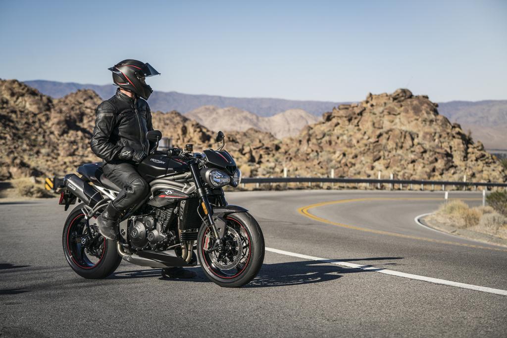 Triumph Speed Triple S y RS 2018 MotorADN (15)