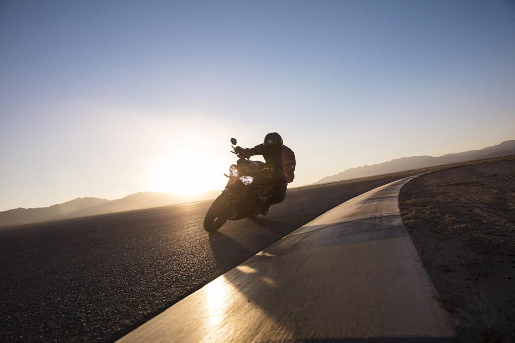 Triumph Speed Triple S y RS 2018 MotorADN (17)