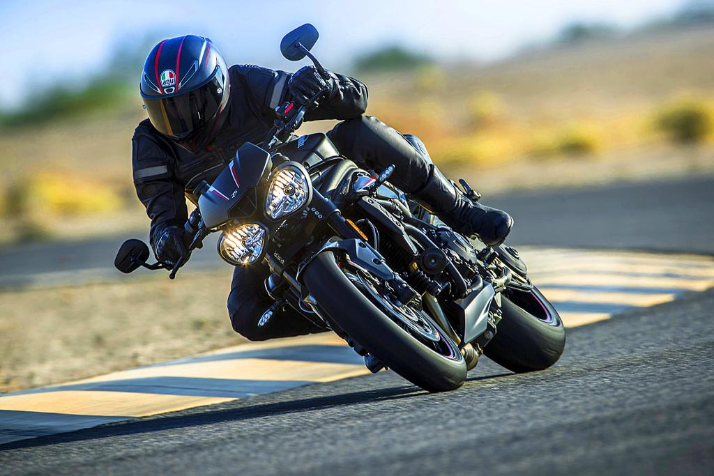 Triumph Speed Triple S y RS 2018 MotorADN (20)