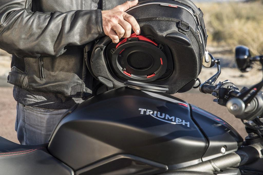 Triumph Speed Triple S y RS 2018 MotorADN (52)