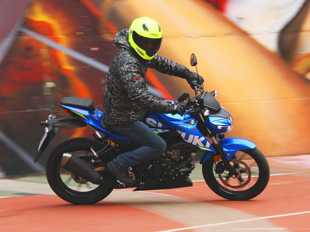 Prueba Suzuki GSX-S125 2018 MotorADN (11)