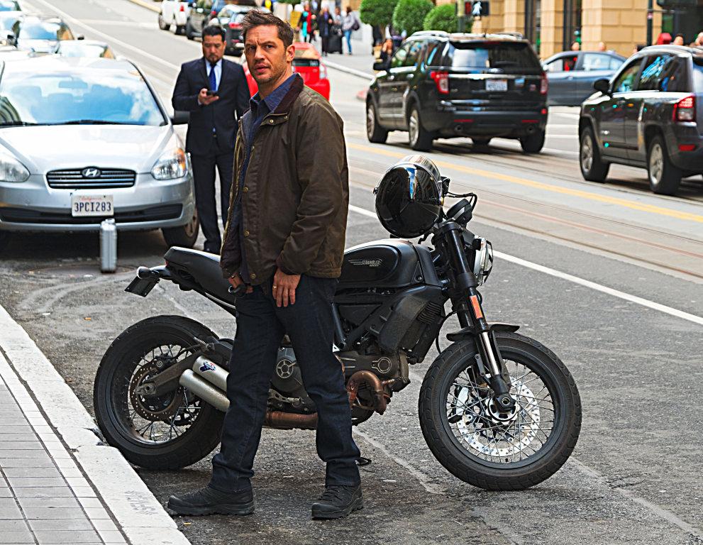 Venom y la Ducati Scrambler (2)