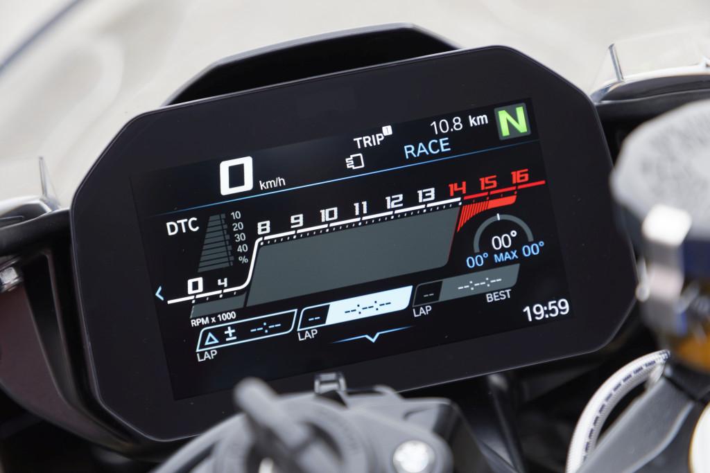 BMW S1000RR 2019 MOTORADN previo (35)