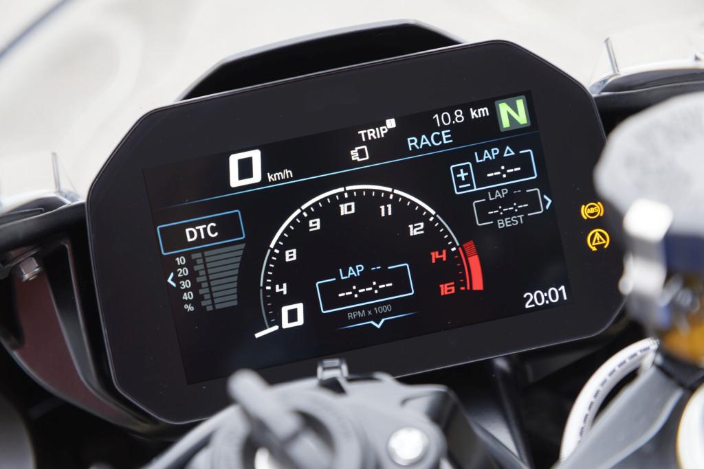 BMW S1000RR 2019 MOTORADN previo (36)