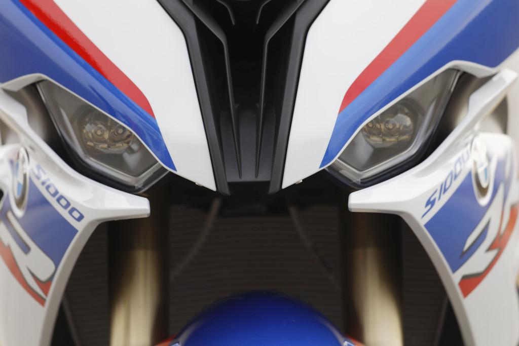 BMW S1000RR 2019 MOTORADN previo (39)